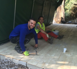 Mon ami David de Barcelone et moi - Construction d'un plancher pour des vestiaires