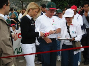 President Maduro and his wife open the march against AIDS