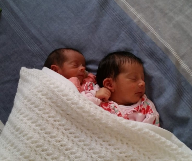 Giving birth to twins abroad: Giusy's experience in the UK